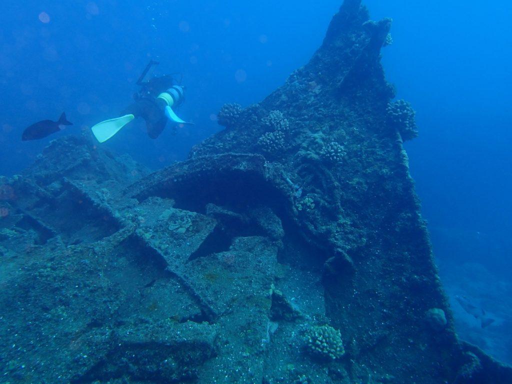 沈船でのダイビング